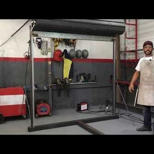 Instalação de porta de aço